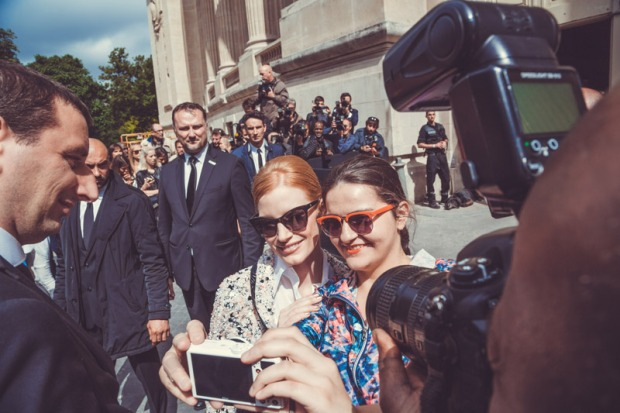 jessica-chastain-at-chanel-couture-show-paris